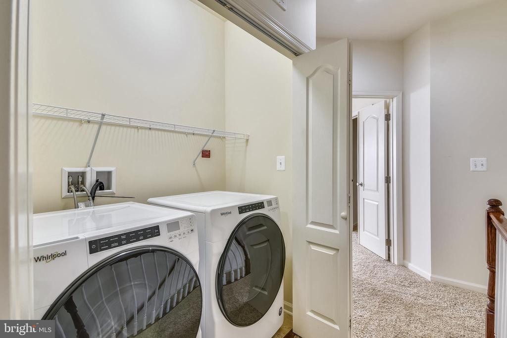 Upper level laundry - 23542 HOPEWELL MANOR TER, ASHBURN
