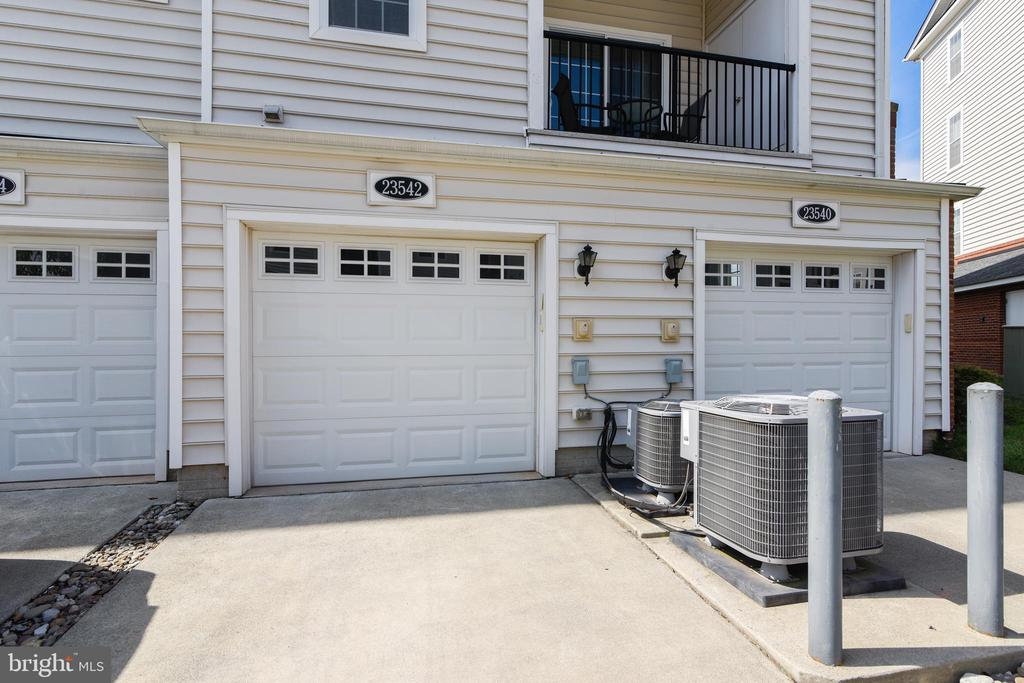 Private 1-car garage and driveway - 23542 HOPEWELL MANOR TER, ASHBURN