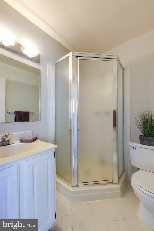Bedroom 2 Ensuite- Full Bath Shower - 1967 KENNEDY #1967, MCLEAN