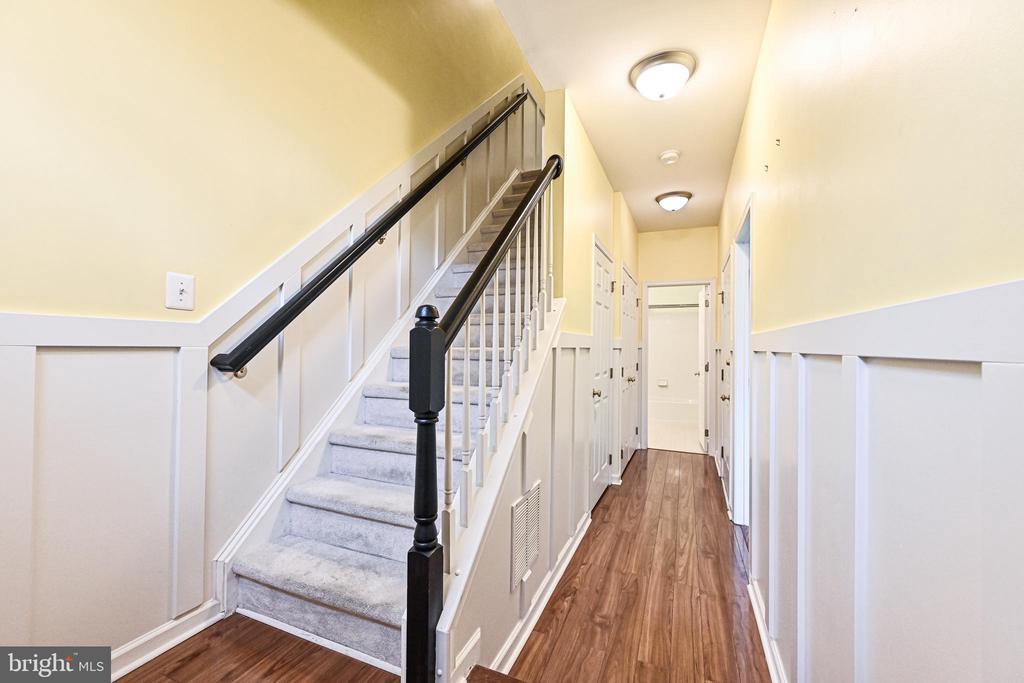Entry level LVP flooring-wainscotting - 42791 SMALLWOOD TER, CHANTILLY