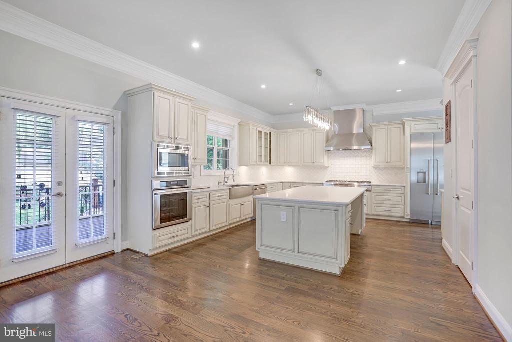 Expansive Gourmet Kitchen - 3122 NORTHWOOD RD, FAIRFAX