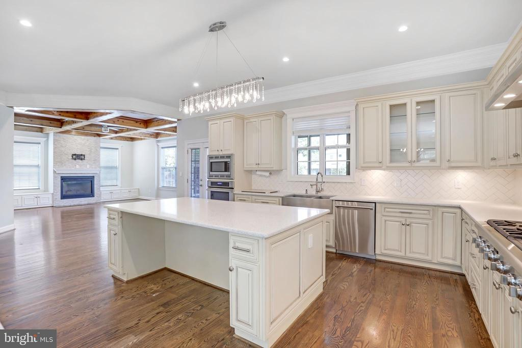 Massive Counter Space - 3122 NORTHWOOD RD, FAIRFAX