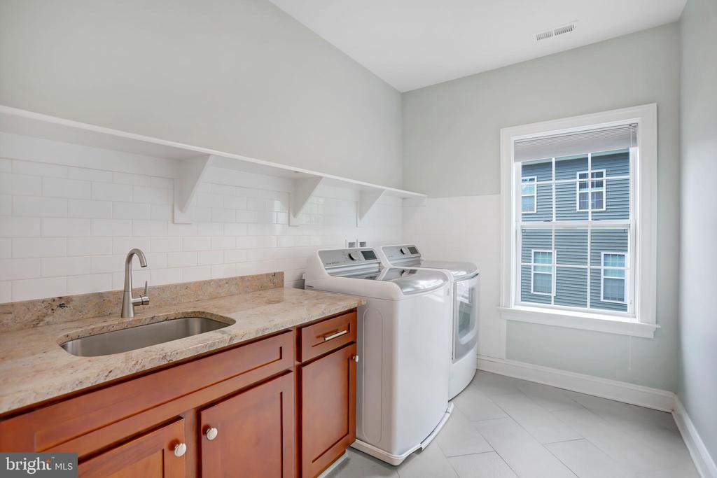 Huge Laundry Room - 3122 NORTHWOOD RD, FAIRFAX