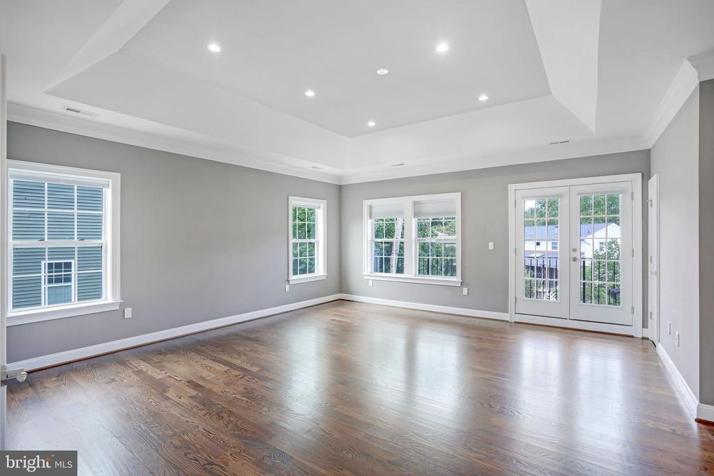 Tasteful Tray Ceiling, French Doors to Terrace - 3122 NORTHWOOD RD, FAIRFAX