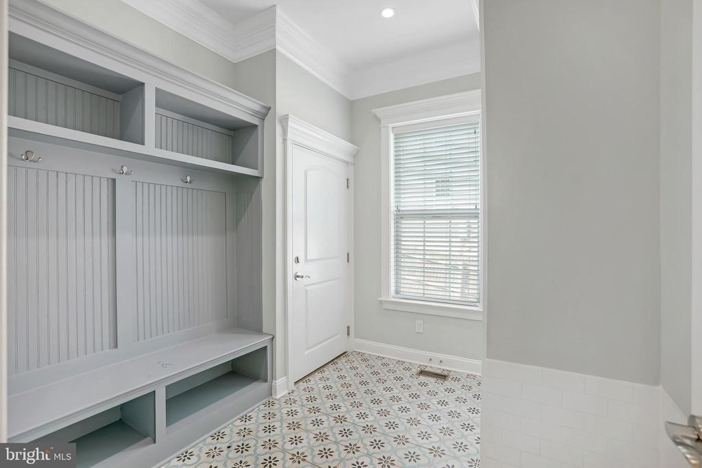 Custom Storage and Space for Ease of Living - 3122 NORTHWOOD RD, FAIRFAX