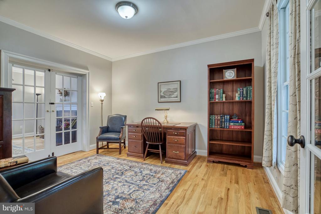 Office with ample space! - 2020 N ROOSEVELT ST, ARLINGTON