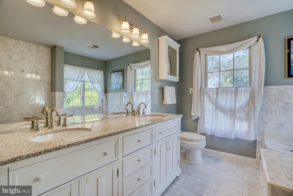Owner's Suite - 2020 N ROOSEVELT ST, ARLINGTON