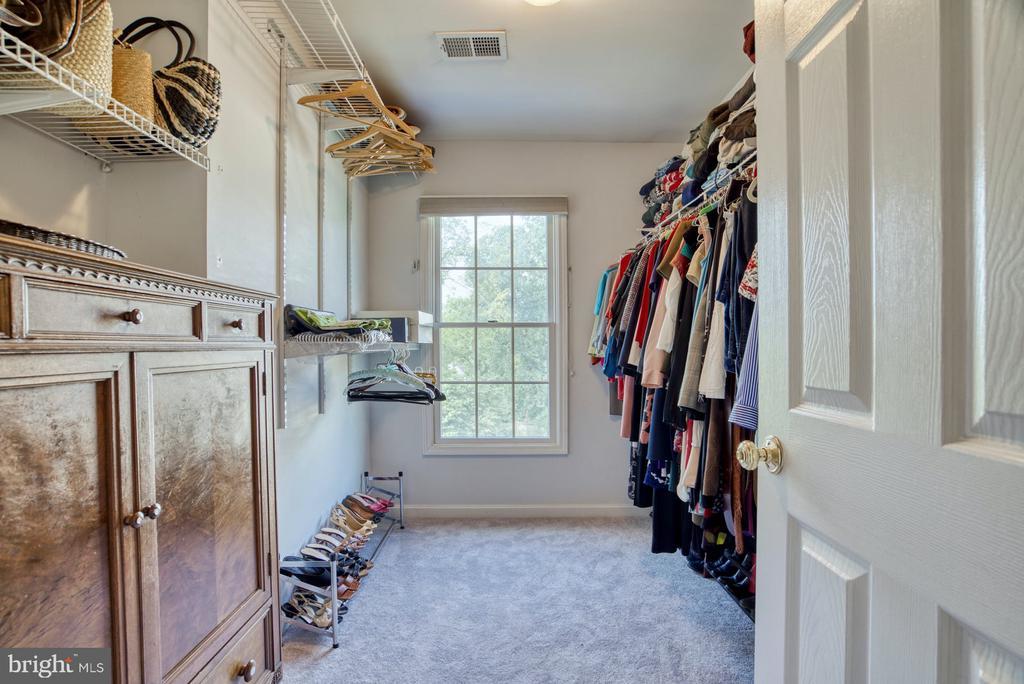 Owner's Suite, large walk in closet - 2020 N ROOSEVELT ST, ARLINGTON