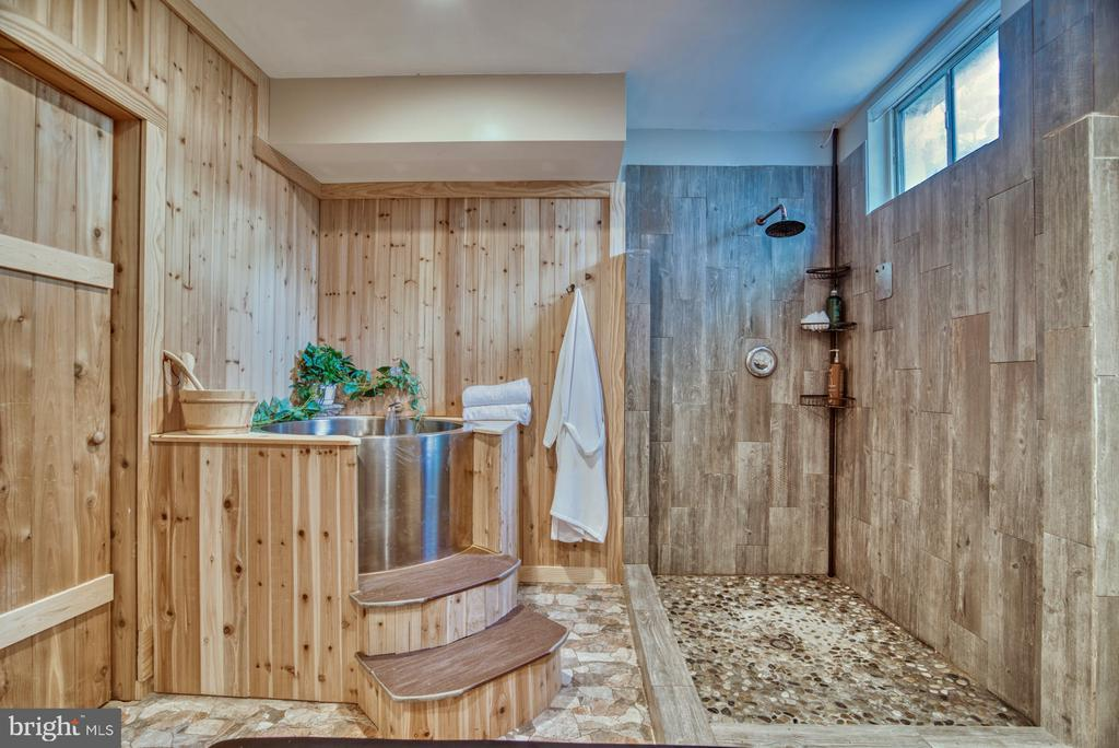 Your own spa! - 2020 N ROOSEVELT ST, ARLINGTON