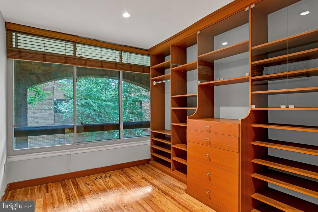 Bedroom #2 with wall of windows - 1733 S HAYES ST #A-1, ARLINGTON