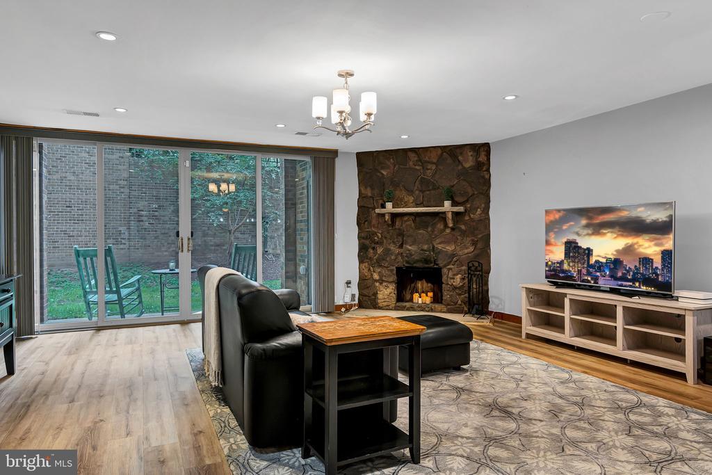 Open floor plan - 1733 S HAYES ST #A-1, ARLINGTON