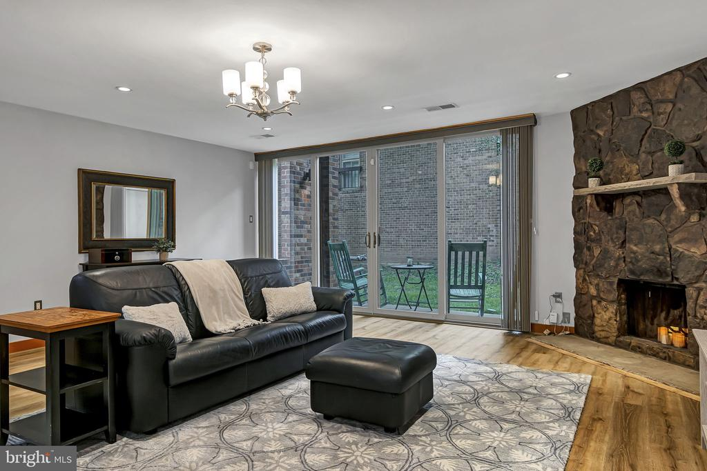 Living room with access to the patio - 1733 S HAYES ST #A-1, ARLINGTON