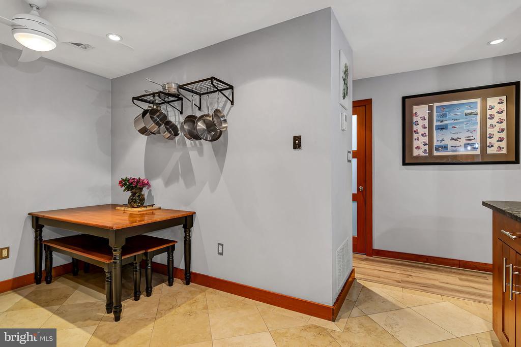 Kitchen w ceiling fan - 1733 S HAYES ST #A-1, ARLINGTON