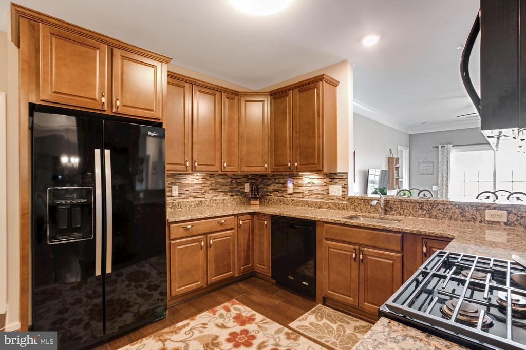 Kitchen - Sleek Black Appliances & GAS COOKING! - 20505 LITTLE CREEK TER #302, ASHBURN
