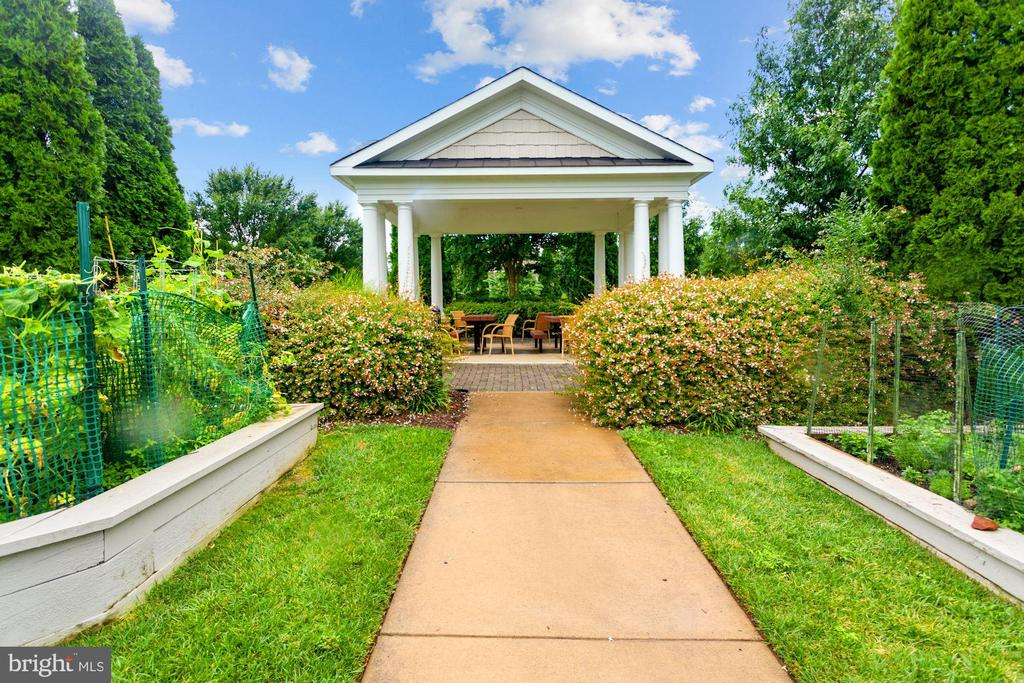 Community Garden Plots & Pavilions for Relaxing! - 20505 LITTLE CREEK TER #302, ASHBURN