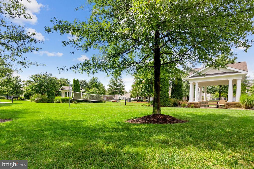 Lush, Green Gardens at Every Turn! - 20505 LITTLE CREEK TER #302, ASHBURN