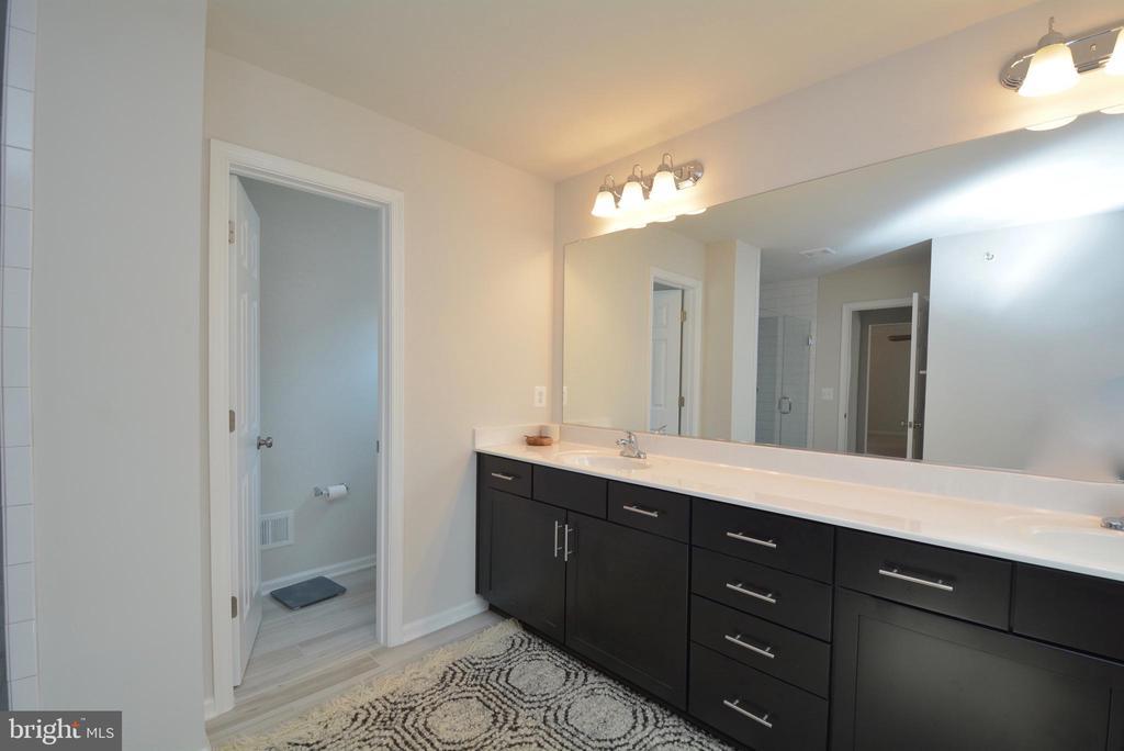 Owner's Bathroom with Frameless shower - 2713 COCKSPUR LN, DUMFRIES