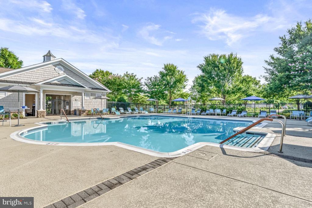 Community Pool & Sun Deck! - 20505 LITTLE CREEK TER #302, ASHBURN