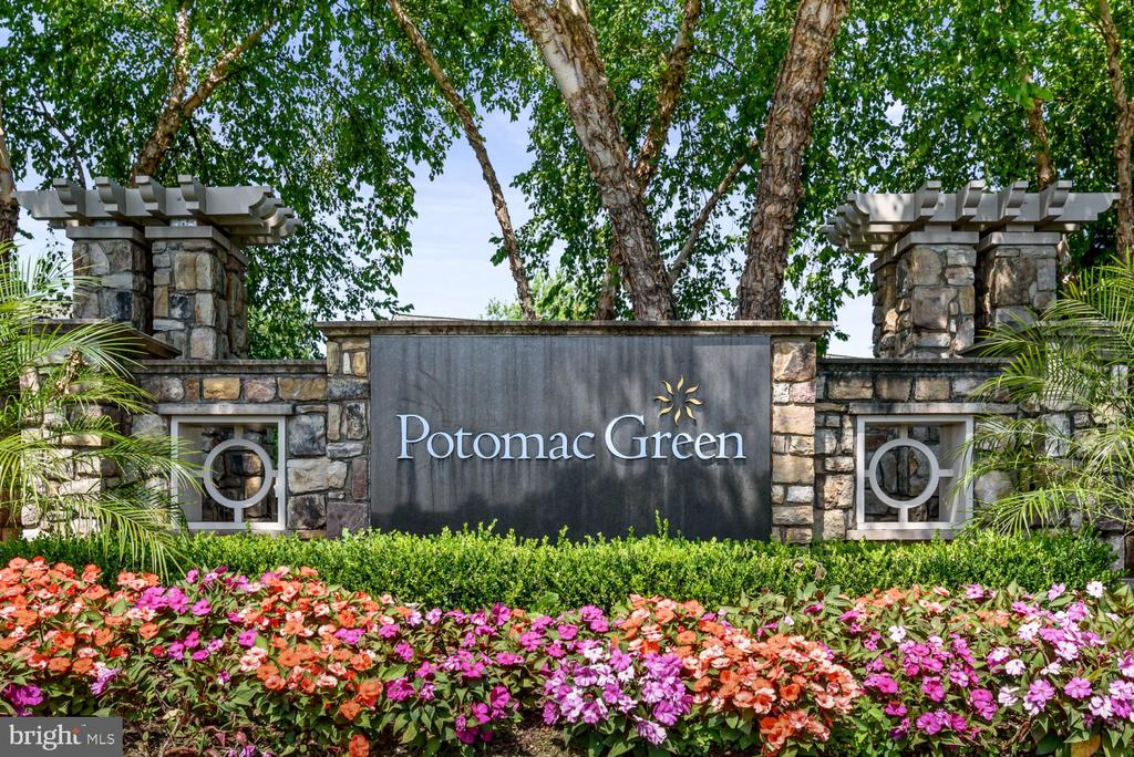 The Lawn & Gardens are Beautifully Landscaped! - 20505 LITTLE CREEK TER #302, ASHBURN