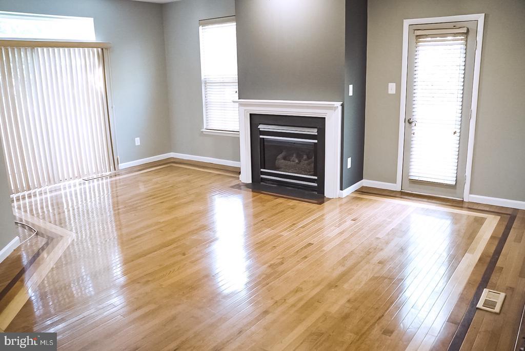 Living Room - 18121 ROYAL BONNET CIR, GAITHERSBURG