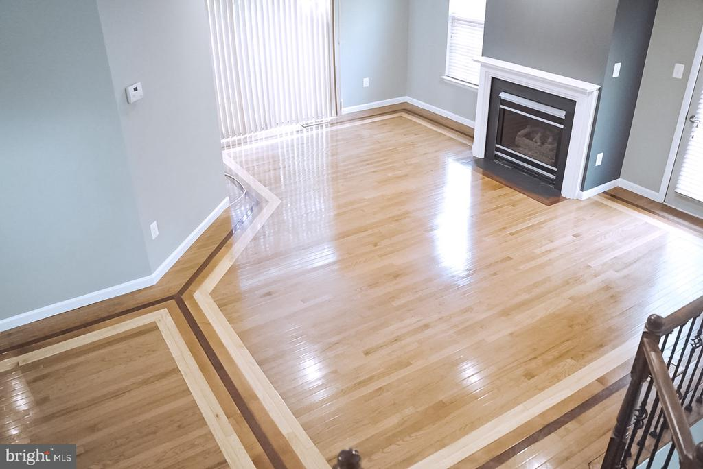Living room view from upper  stairs - 18121 ROYAL BONNET CIR, GAITHERSBURG