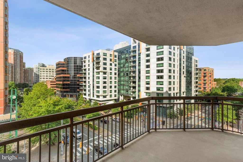 Large Wrap Around Balcony - 901 N MONROE ST #601, ARLINGTON