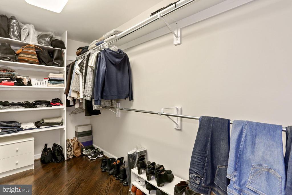 Large Walk-in Closet - 901 N MONROE ST #601, ARLINGTON