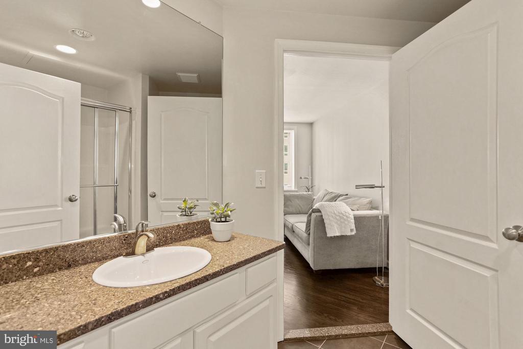Update 2nd Full Bath - 901 N MONROE ST #601, ARLINGTON