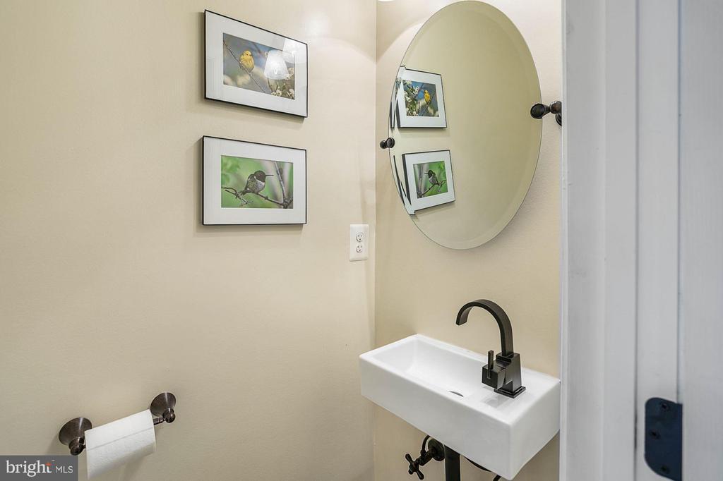 Powder Room - 1609 LEVIS ST NE, WASHINGTON