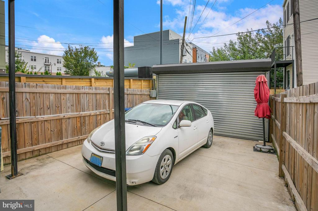 Off Street Secure Parking - 1609 LEVIS ST NE, WASHINGTON