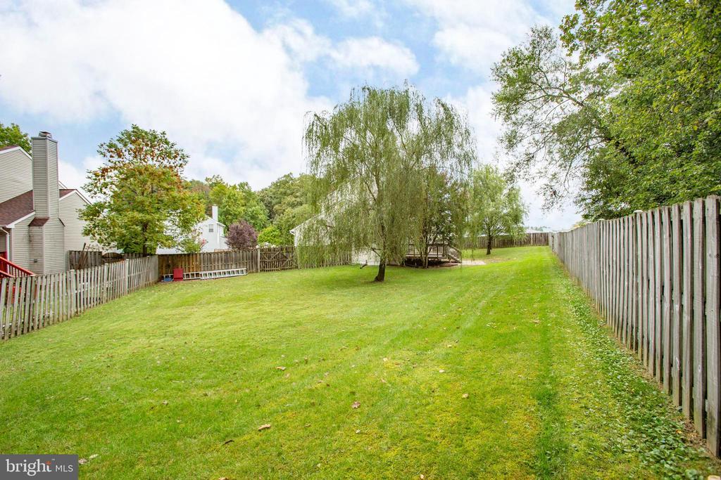 Large backyard - 67 SAINT ROBERTS DR, STAFFORD