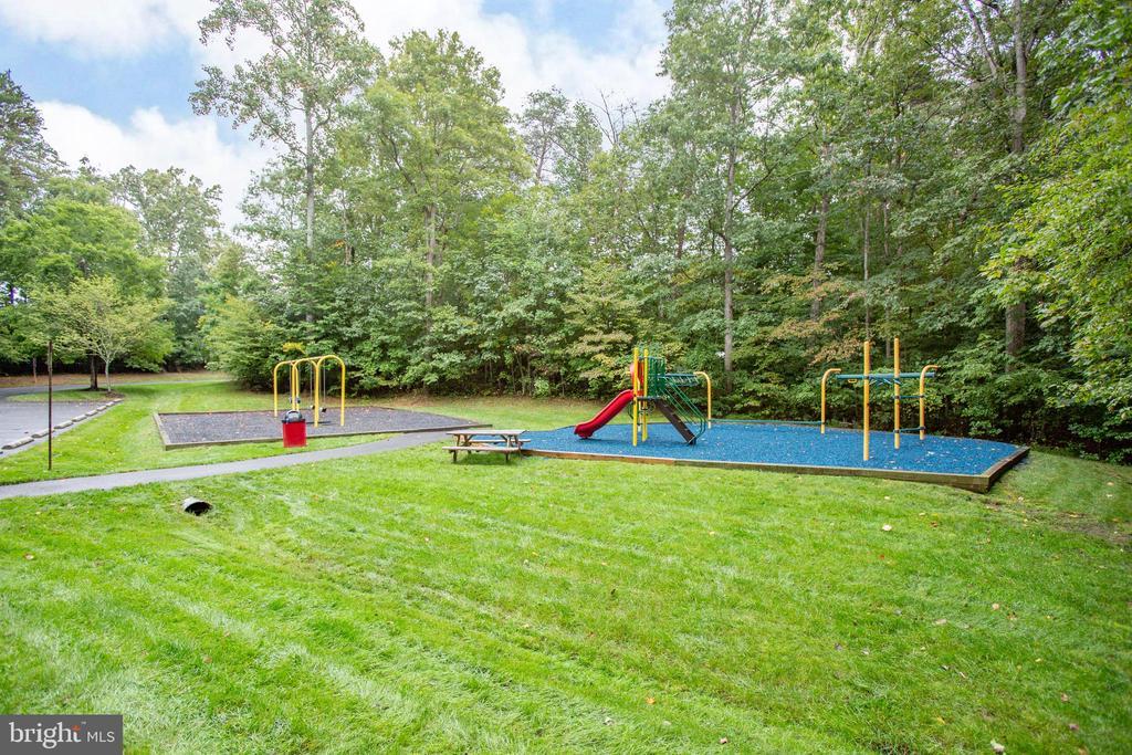 Community playground - 67 SAINT ROBERTS DR, STAFFORD