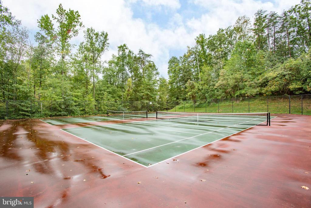Community tennis courts - 67 SAINT ROBERTS DR, STAFFORD