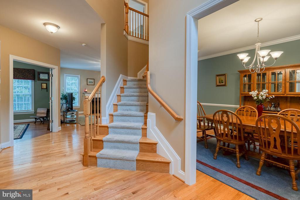 Inviting foyer with hardwood floors. - 8635 LAROQUE RUN DR, FREDERICKSBURG