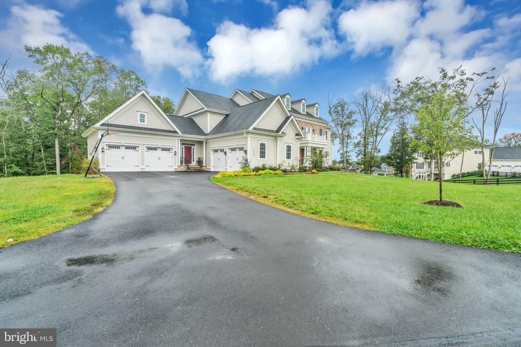 Distant Side View - 41219 TRAMINETTE CT, ASHBURN
