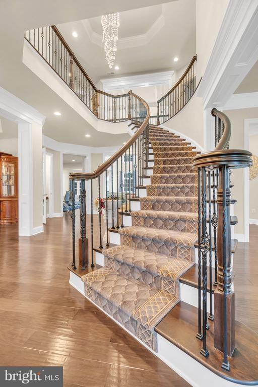 Grand Entry Foyer With Curved Staircase w/Runners - 41219 TRAMINETTE CT, ASHBURN