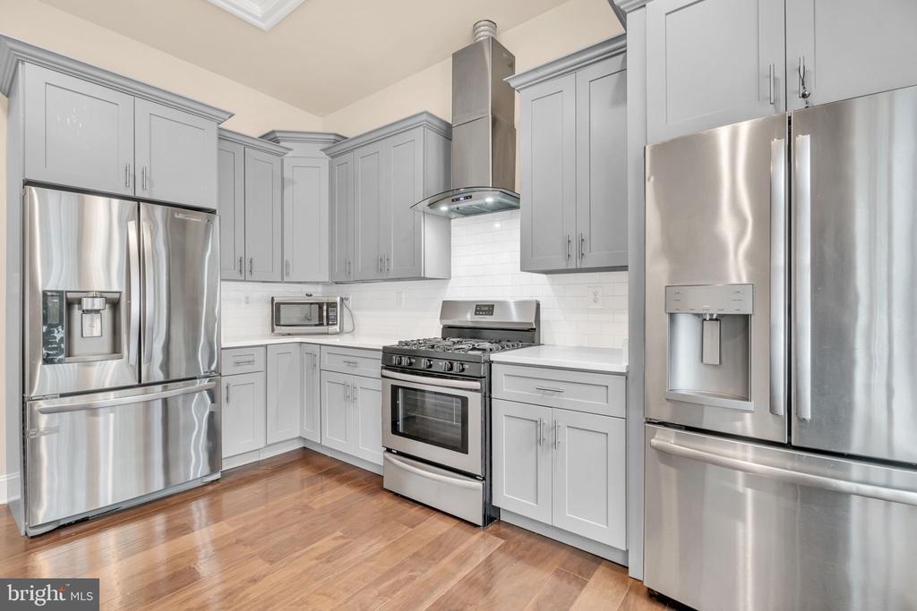 Second Full Kitchen w/Gas Range, 2 Fridge, & Sink - 41219 TRAMINETTE CT, ASHBURN