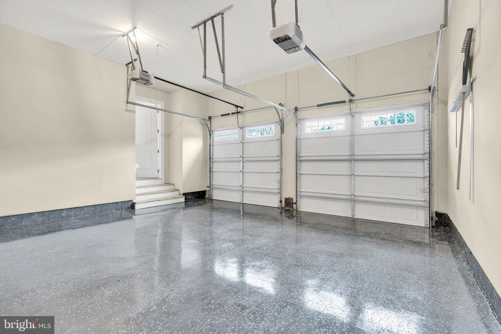 2-Car Front Load Garage w/Epoxy Flooring - 41219 TRAMINETTE CT, ASHBURN