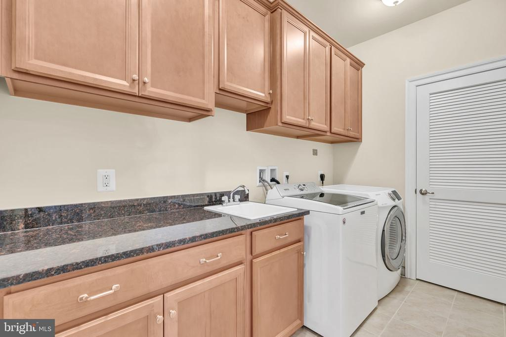 Upgraded Laundry Room (Upper Level) - 41219 TRAMINETTE CT, ASHBURN