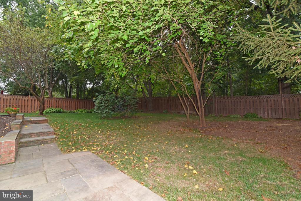 Shaded back yard - 12818 FANTASIA DR, HERNDON