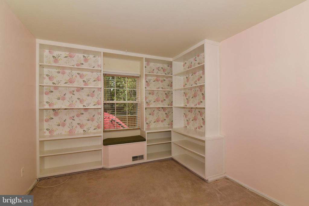 Third of 3 bedrooms on main level - 12818 FANTASIA DR, HERNDON