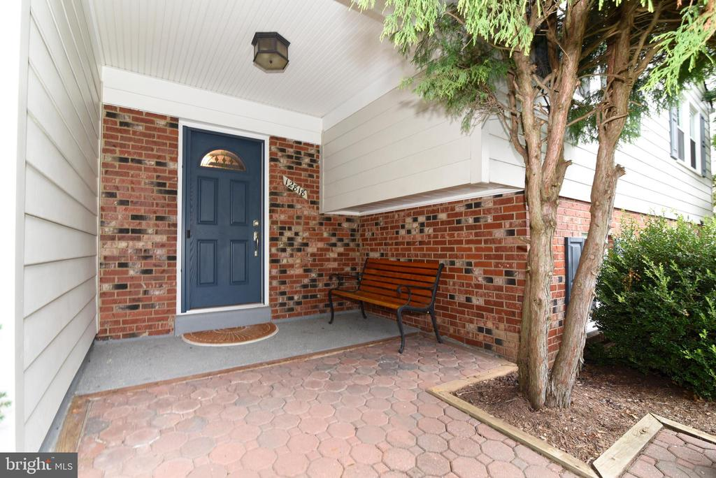 Covered front entryway - 12818 FANTASIA DR, HERNDON