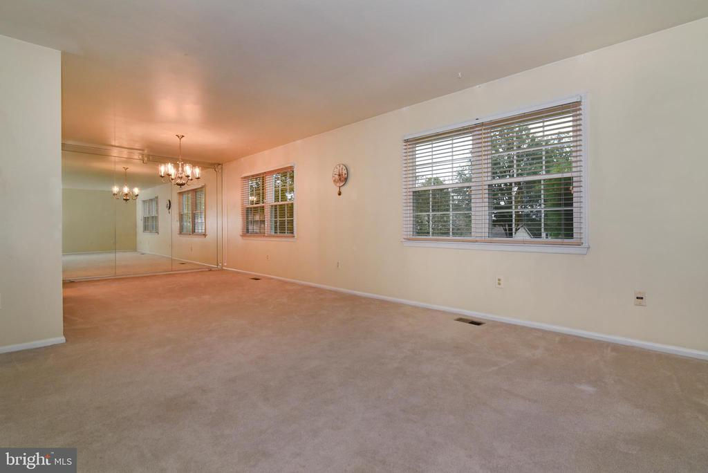 Main level open living and dining room - 12818 FANTASIA DR, HERNDON