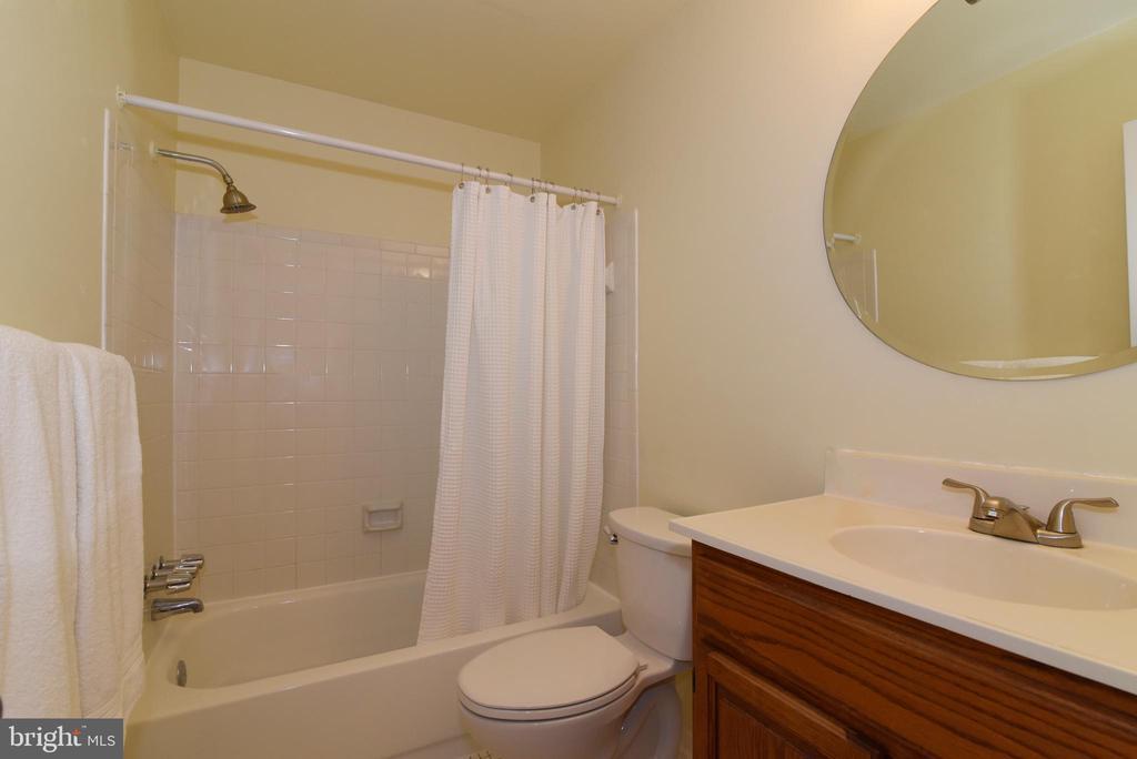 Main level hall bath - 12818 FANTASIA DR, HERNDON