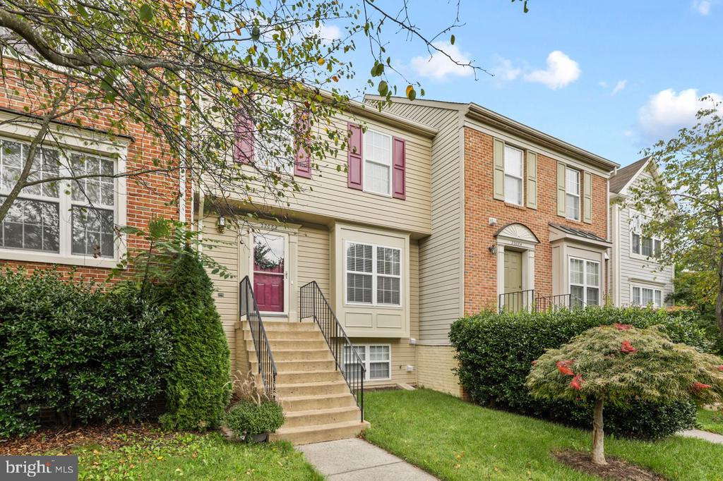 Charming  Townhome 1700+ finished square footage - 22082 MANNING SQ, STERLING