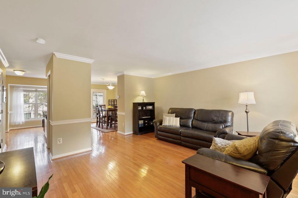 Welcome Home! - 22082 MANNING SQ, STERLING