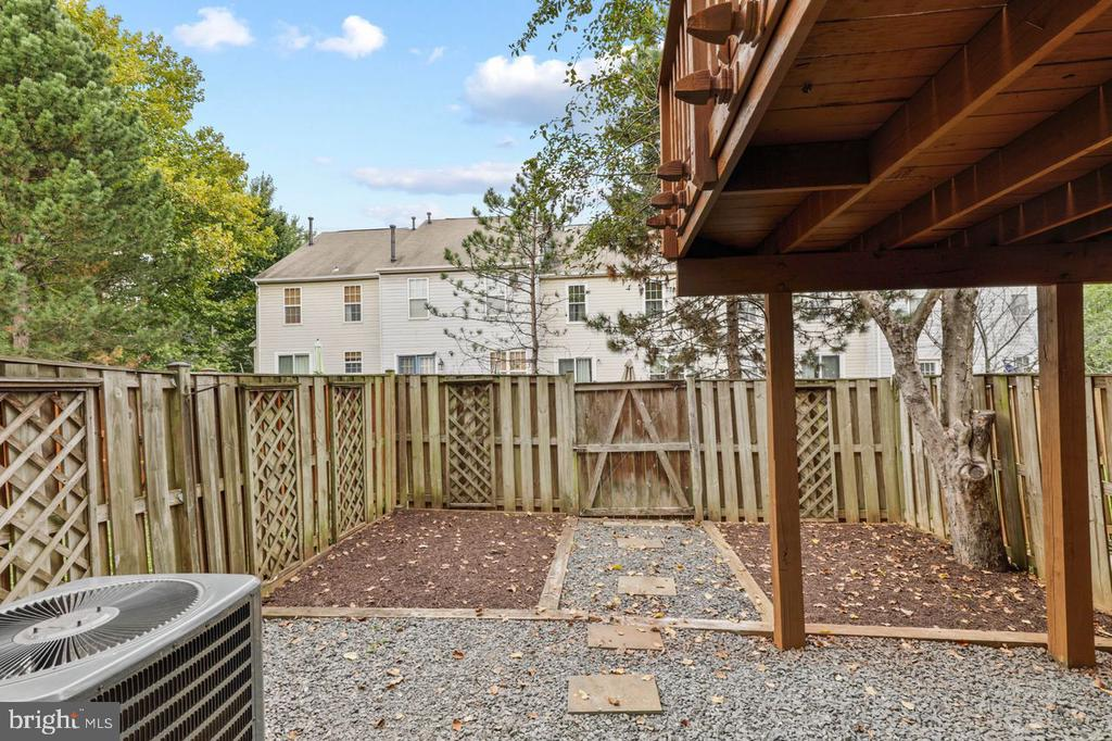 Patio area/back yard - 22082 MANNING SQ, STERLING