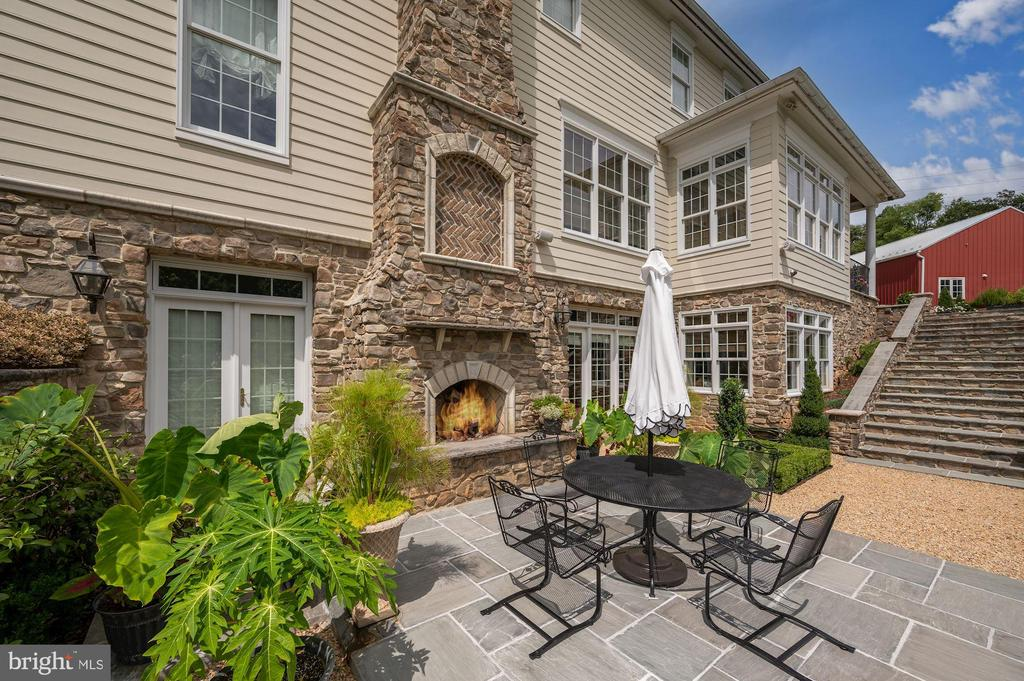 Outdoor Fireplace & Stone Dining Patio - 7549 FINGERBOARD RD, FREDERICK