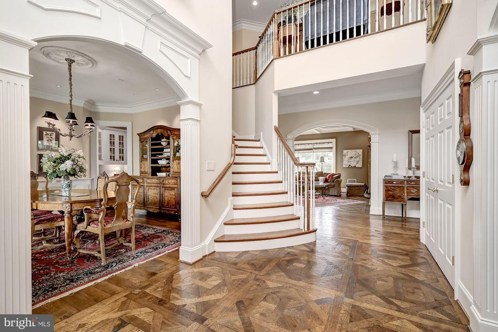 Cased Opening to Formal Dining - 7549 FINGERBOARD RD, FREDERICK