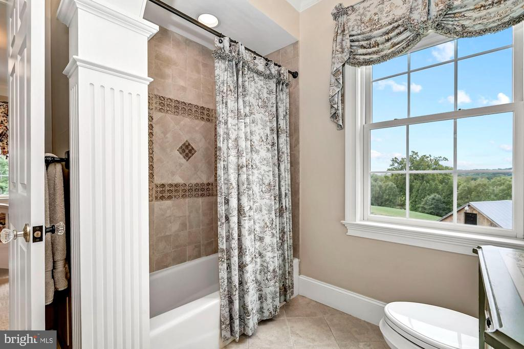 Attached Dual Entry Shared Bath - 7549 FINGERBOARD RD, FREDERICK